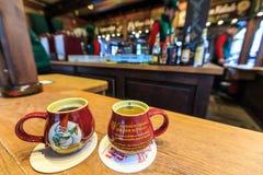 在一个杯子的热的圣诞节酒在德国,科隆 库存图片
