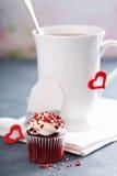 在一个杯子的茶为情人节 库存照片