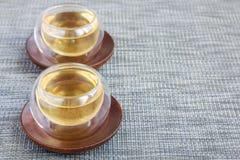 在一个杯子的草本迷迭香茶在东方背景,水平,复制空间 免版税图库摄影