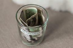 在一个杯子的退休计划资金没有盒盖 免版税库存照片