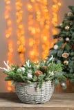 在一个柳条筐的美好的圣诞节构成在木板 假日概念的准备 花店是a 图库摄影