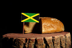 在一个树桩的牙买加旗子用面包 库存照片