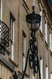 在一个格鲁吉亚大厦前面的华丽灯在巴恩,英国 免版税库存照片