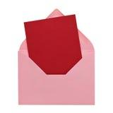 在一个桃红色信封的深红明信片在白色 库存图片