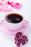 在一个桃红色杯子的咖啡 库存照片