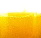 在一个橙味饮料特写镜头的泡影 免版税库存图片