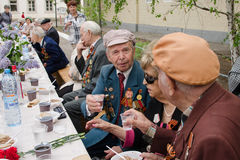 在一个欢乐事件的退伍军人饮料 免版税库存图片