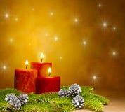在一个欢乐圣诞节设置的三个蜡烛 库存图片