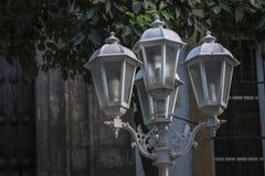 在一个正方形的小白色街灯在塞维利亚 库存照片