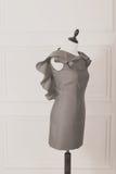 在一个母时装模特的礼服模型 库存图片