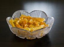 在一个水晶花瓶的橙色脯 库存照片