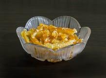 在一个水晶花瓶的橙色脯 免版税库存照片