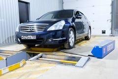 在一个汽车` s修理驻地的汽车在莫斯科 库存照片