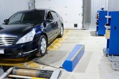 在一个汽车` s修理驻地的汽车在莫斯科 库存图片