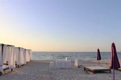 在一个沙滩的典雅的机盖 在背景中,黑海 库存图片