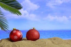 在一个沙滩的圣诞节-复制空间 免版税图库摄影