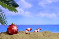 在一个沙滩的圣诞节-复制空间 图库摄影