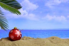 在一个沙滩的圣诞节-复制空间 免版税库存图片