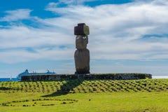 在一个法坛的Moai在复活节岛 免版税库存图片
