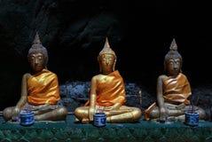 在一个洞的菩萨雕象在Khao Luang寺庙 图库摄影