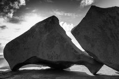 在一个海滩的一个偏僻的岩石在澳大利亚 库存图片