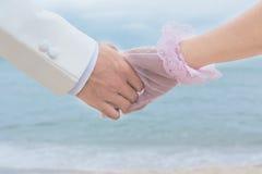 在一个海滩的夫妇在亚洲。 免版税图库摄影