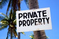 在一个海滩的私有财产符号在Malapascua海岛, Philippins 免版税库存图片
