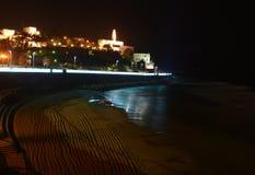 在一个海滩附近的教会在晚上 免版税库存图片