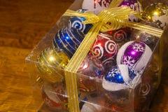 在一个清楚的箱子的圣诞树装饰品 库存照片