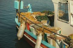 在一个渔船的捕鱼网 图库摄影