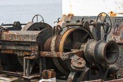 在一个渔船的老生锈的机械 免版税库存照片