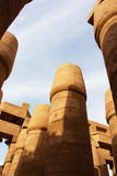 在一个温暖的复活节晚上期间,可爱的观点的卡纳克神庙寺庙的了不起的次附尖霍尔  埃及卢克索 库存照片
