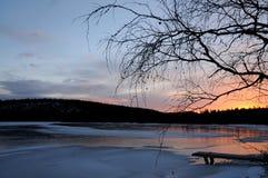 在一个湖的日出在拉普兰 库存图片