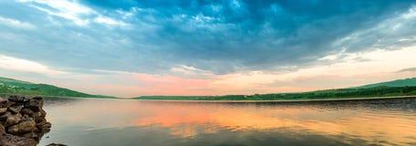 在一个湖的日落在乔治亚,第比利斯 图库摄影