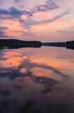在一个湖的日落在Aukstaitija国家公园 免版税图库摄影