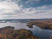 在一个湖的秋天在新罕布什尔 免版税库存图片