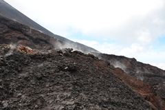 在一个火山的火山口里面 免版税库存照片