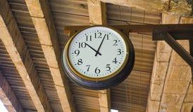在一个火车站的时钟在广州 库存图片