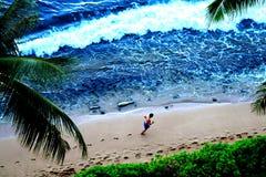 在一个热带沙滩的赛跑者 免版税库存图片