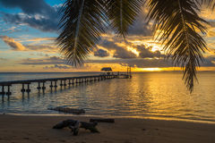 在一个热带海岛上的码头,假日风景 库存照片