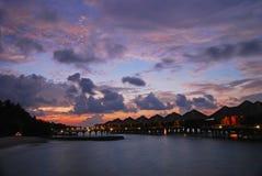 在一个热带海岛天堂的晚上微明 库存图片
