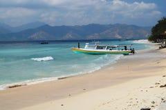 在一个热带海滩的传统小船 免版税库存图片