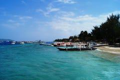 在一个热带海滩的传统小船 库存照片