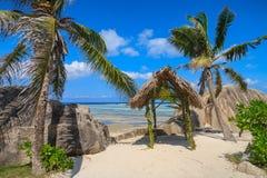 在一个热带海滩的太阳风雨棚 免版税图库摄影