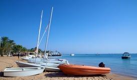 在一个热带海滩的小船 图库摄影