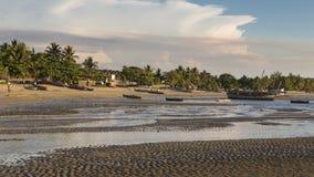 在一个热带马达加斯加人的海滩的岸的小船 免版税库存照片