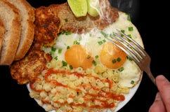 在一个煎锅的煎蛋有becon的 免版税图库摄影