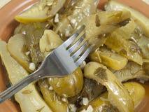 在一个牌照的叉子用黄瓜 免版税库存图片