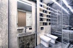 在一个现代卫生间内部的黑白大理石豪华公寓的 免版税库存图片