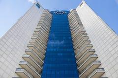 在一个现代大厦的反映 库存图片